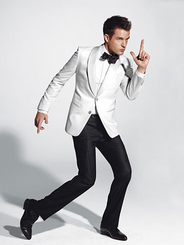 Brandon-Flowers-in-GQ-the-killers-2860143-360-480